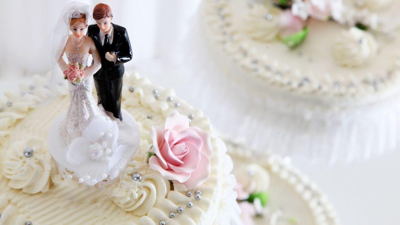 結婚式に華を添えるウェディングケーキ