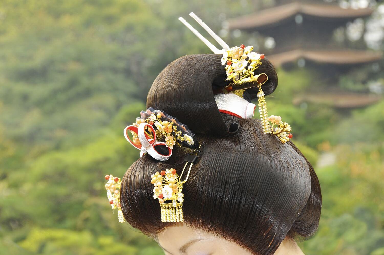 色打掛をより美しく見せる髪形のポイント