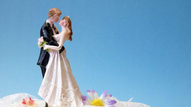 結婚式で欠かせない誓いのキスはなぜ行う?