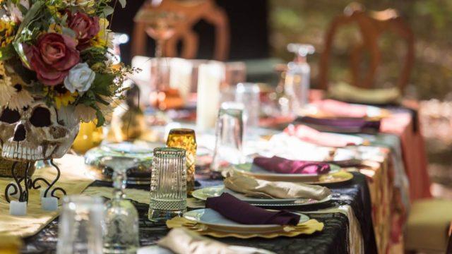客人を招いて食事をして親交を深める晩餐会