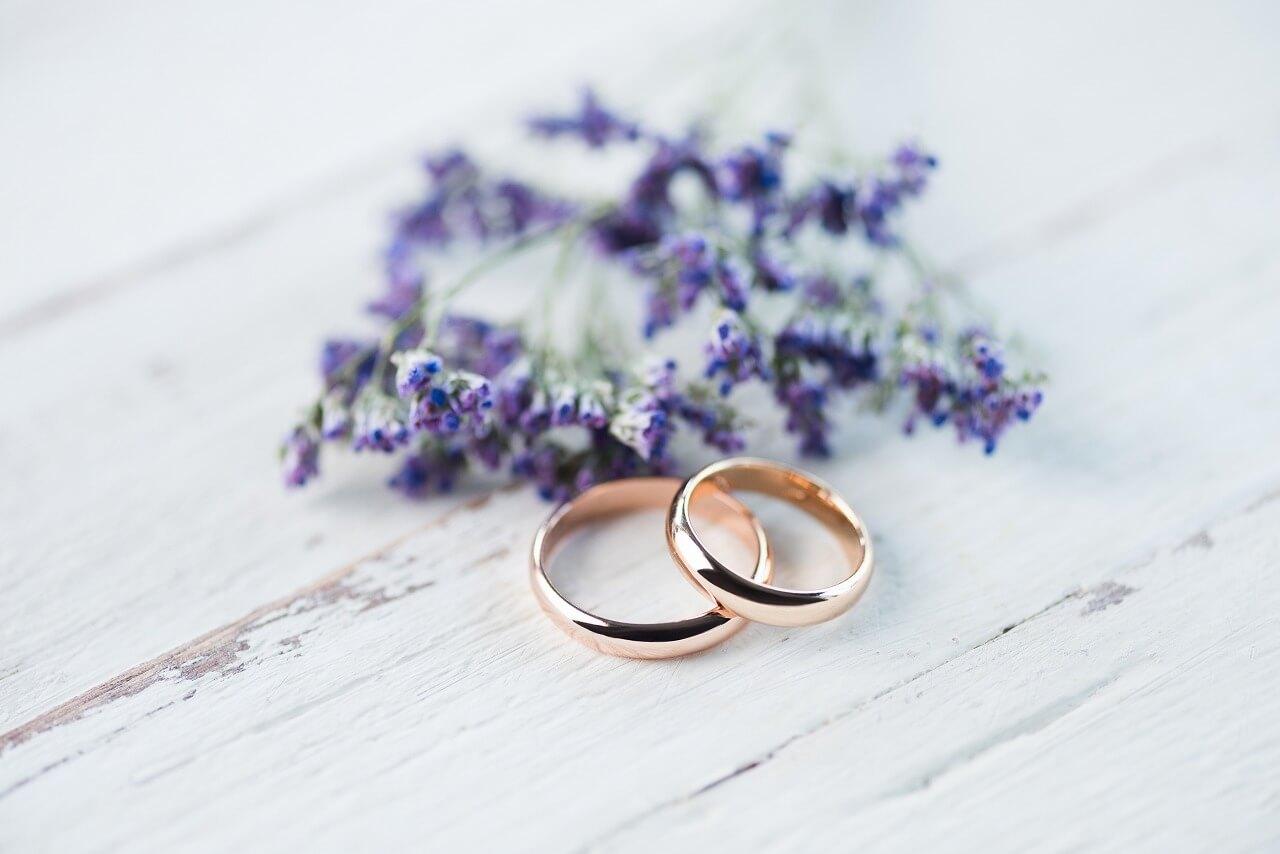 結婚指輪と婚約指輪の違いにまつわるあれこれ